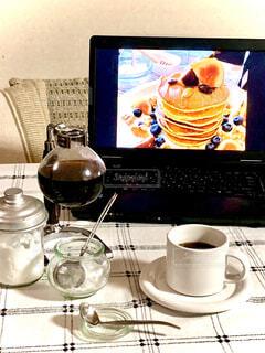 食べ物,スイーツ,カフェ,コーヒー,屋内,デザート,テーブル,リラックス,マグカップ,食器,カップ,ホットケーキ,テーブルフォト,おうちカフェ,ドリンク,おうち,ライフスタイル,サイフォン,食器類,コーヒー カップ,おうち時間