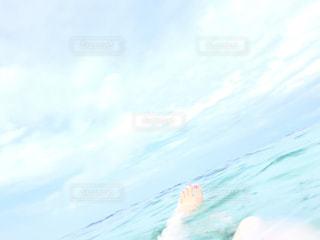 海,夏,自撮り,素足,水面,光,セルフィー,マニキュア