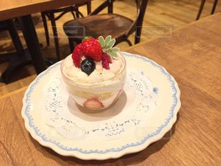 可愛いイチゴのケーキのカフェの写真・画像素材[2254200]