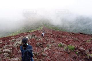 岩場の山道の写真・画像素材[2212785]