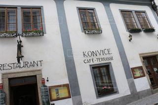 チェコのおしゃれなカフェの壁の写真・画像素材[2243614]