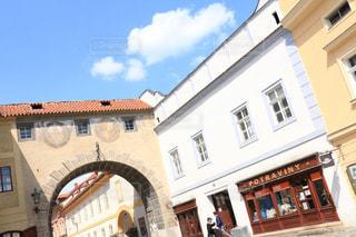 チェコの街のだまし絵の壁の写真・画像素材[2246593]