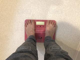 体重計で計測の写真・画像素材[2357382]