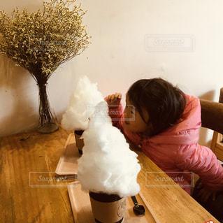 子供とカフェへ。の写真・画像素材[2279406]