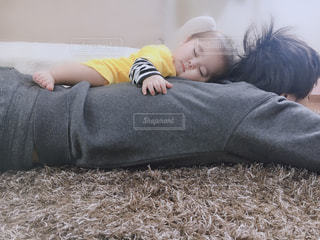 子ども,家族,子供,赤ちゃん,お昼寝,パパ,お父さん