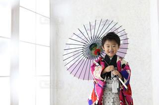 子ども,傘,笑顔,幼児,ポーズ,七五三,男の子,袴,753