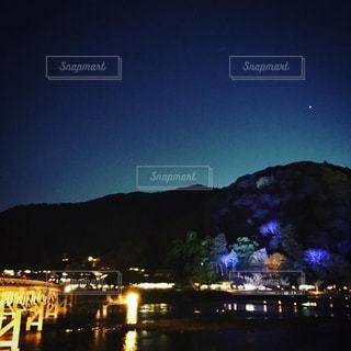 青い夜の眺めの写真・画像素材[2232848]