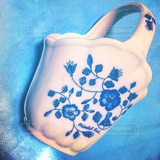 青と白の花瓶の写真・画像素材[2233409]