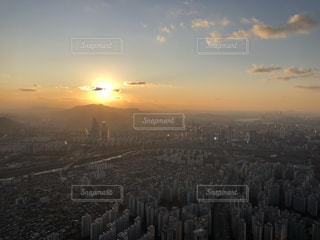 空,屋外,太陽,夕暮れ,光,タワー,高層ビル,韓国,日の出,ロッテタワー