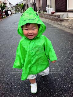 帽子をかぶった小さな男の子の写真・画像素材[2195628]