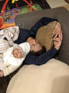 子ども,家族,昼寝,寝顔,赤ちゃん,平和,お父さん,父の日