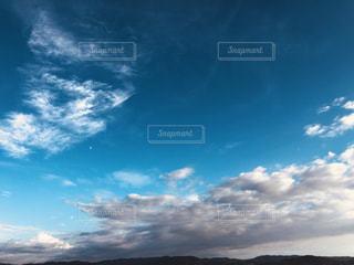 空に雲の群しをするの写真・画像素材[2424404]