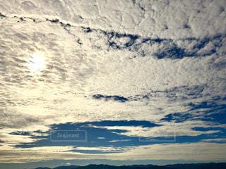水域の上空の雲の群しの写真・画像素材[2428171]