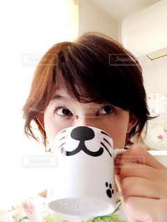 セルフィーマグカップの写真・画像素材[2272117]