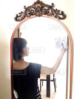 女性,自撮り,屋内,鏡,人物,セルフィー,人,姿見,セルフショット