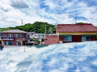 鏡越しの白い雲の写真・画像素材[2279398]