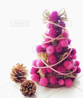 千日紅のドライフラワーで作ったクリスマスツリーの写真・画像素材[2819939]