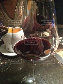 ディナーに赤ワインを添えての写真・画像素材[3919001]