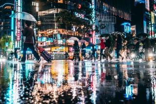 夜,傘,水,日常,道,雫,梅雨,町,通り,夜の街,雨の日