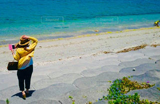 海に向かっての写真・画像素材[2596946]