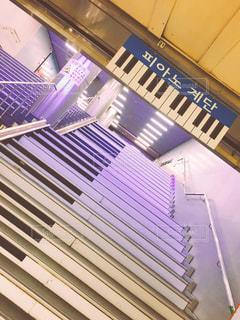 古びたピアノ階段の写真・画像素材[2206937]