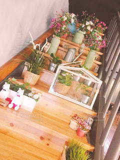 階段のの上の花がアートで可愛い!の写真・画像素材[2207768]