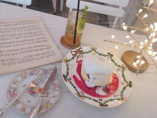 韓国カフェでいちごのふわふわパンケーキの写真・画像素材[2254731]