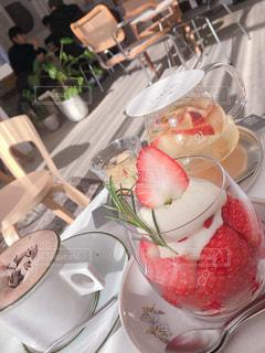 日差しの差し込むカフェの写真・画像素材[2287737]