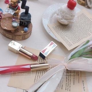花,屋内,本,テーブル,デザイン,ツール,美容,リップ,コスメ,化粧品,雑然