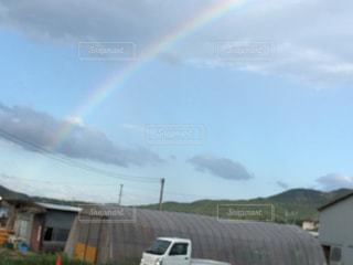 野原の虹の写真・画像素材[2210980]