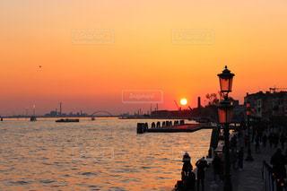 風景,海,空,屋外,湖,太陽,ボート,夕暮れ,船,水面,光,灯台,日中