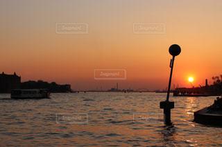 風景,海,空,屋外,太陽,ボート,夕暮れ,船,水面,海岸,光,水上バイク