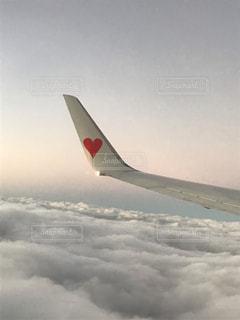 飛行機の翼のハートマーク♡の写真・画像素材[2269799]