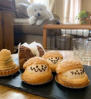ケーキとビションの写真・画像素材[2753456]