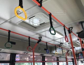 緑,赤,カラフル,青,黄色,バス,可愛い,吊り革,逆ハート