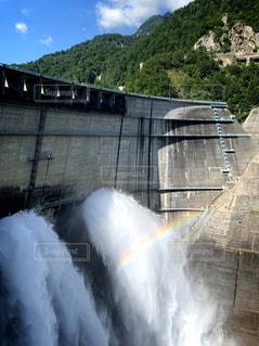 黒部ダムの虹の写真・画像素材[2509267]