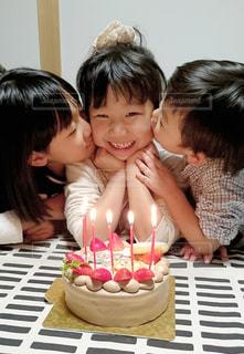 誕生日ケーキでお祝いの写真・画像素材[2919096]