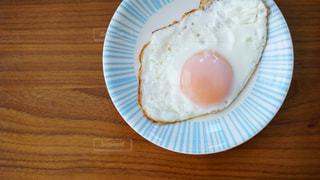 朝食の目玉焼きの写真・画像素材[1854588]