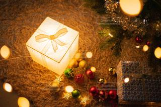 クリスマスの夜に飾り付けの写真・画像素材[2793583]