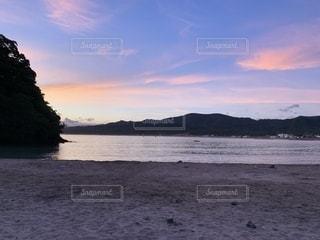 朝日の海の写真・画像素材[2362008]