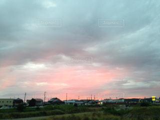 街並み,雨,赤,雲,夕暮れ,曇り,街,ノスタルジー,ノスタルジック