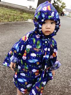 ヘルメットをかぶった小さな男の子の写真・画像素材[2209638]