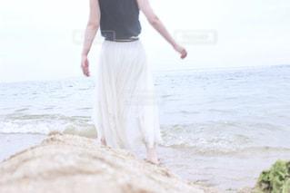 海,屋外,散歩,女の子,レジャー,お散歩,ライフスタイル,おでかけ,一人散歩