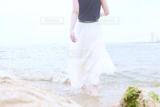 海,屋外,女の子,レジャー,お散歩,ライフスタイル,おでかけ,一人散歩