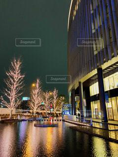 建物,夜,屋外,水面,樹木,イルミネーション,都会,高層ビル,グランフロント大阪,シャンパンゴールド