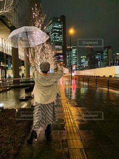 風景,空,建物,夜,雨,イルミネーション,都会,人,高層ビル,通り,グランフロント大阪,シャンパンゴールド