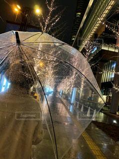 建物,夜,傘,イルミネーション,都会,高層ビル,雨の日,グランフロント大阪,シャンパンゴールド
