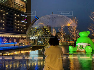 夜,水面,イルミネーション,人,熊,雨の日,グランフロント大阪,シャンパンゴールド
