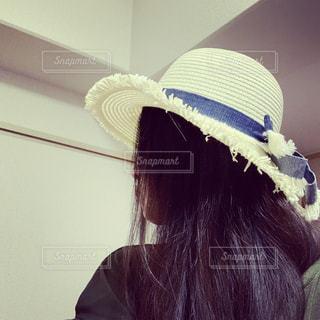 帽子をかぶった女性の写真・画像素材[2285965]