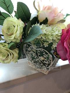 素敵なワイヤーの花器の写真・画像素材[2264686]